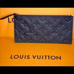 Authentic Louis Vuitton felice zippy pouch Nior